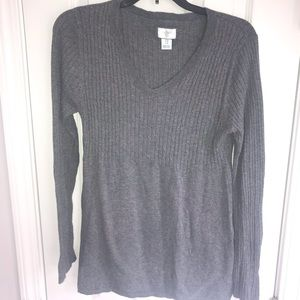 ♻️Motherhood Maternity Gray V-neck ribbed sweater